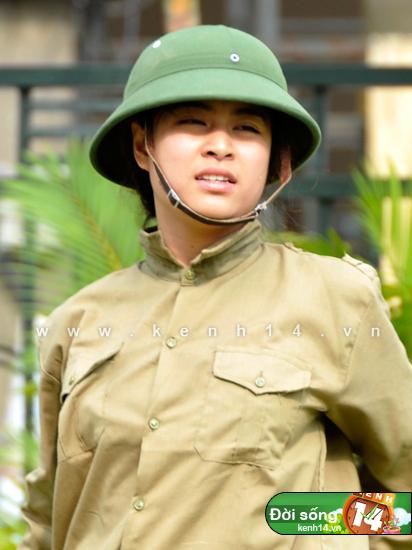 Ngỡ ngàng hot girl Việt giản dị mà cực dễ thương khi mặc quân phục 3