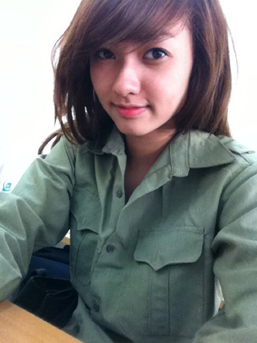 Ngỡ ngàng hot girl Việt giản dị mà cực dễ thương khi mặc quân phục 9