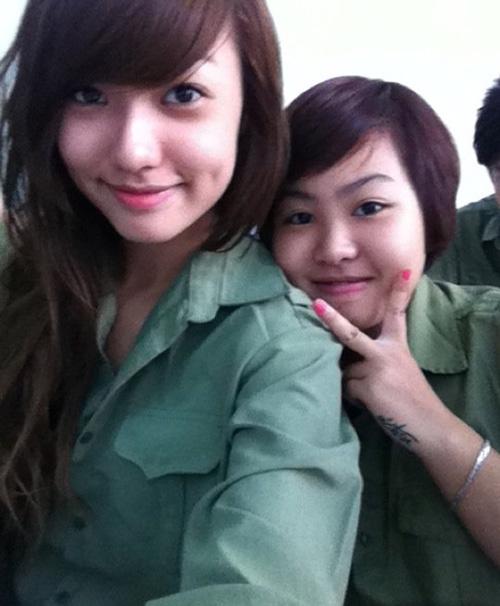 Ngỡ ngàng hot girl Việt giản dị mà cực dễ thương khi mặc quân phục 10