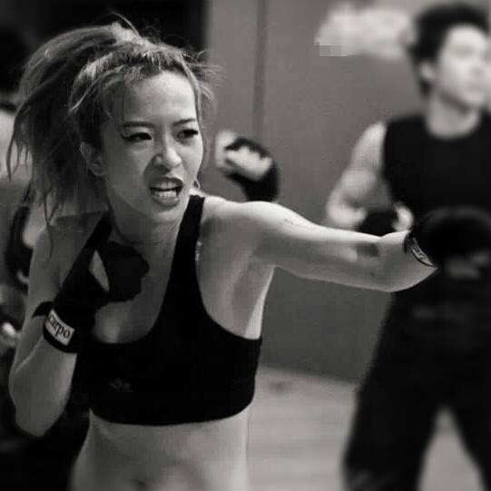 Hana Giang Anh - Cô nàng HLV thể dục 20 tuổi cực hot trên Youtube 3
