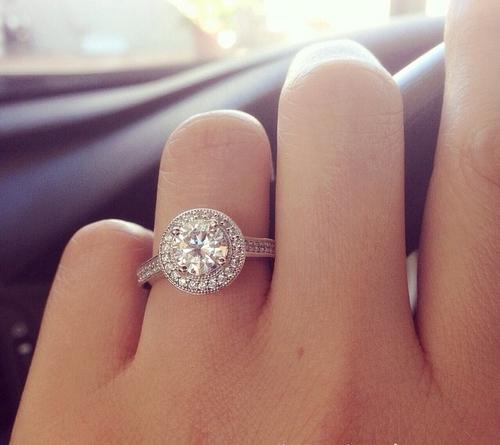 Em không muốn đeo chiếc nhẫn của người khác… 1