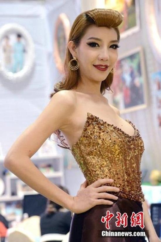 Người mẫu chuyển giới Thái Lan gây sốt tại Trùng Khánh 3