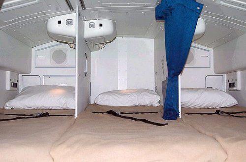 Cận cảnh phòng ngủ trên máy bay của các nữ tiếp viên hàng không 3