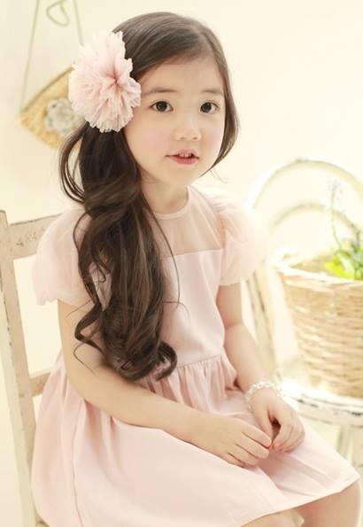 """Cô bé có vẻ đẹp thiên thần gây """"sốt"""" mạng xã hội Hàn Quốc 1"""