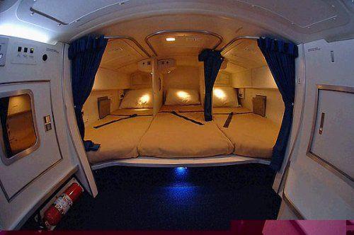 Cận cảnh phòng ngủ trên máy bay của các nữ tiếp viên hàng không 1