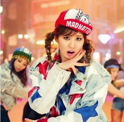 """Soi giá phụ kiện """"hot"""" của Idol Hàn 9"""