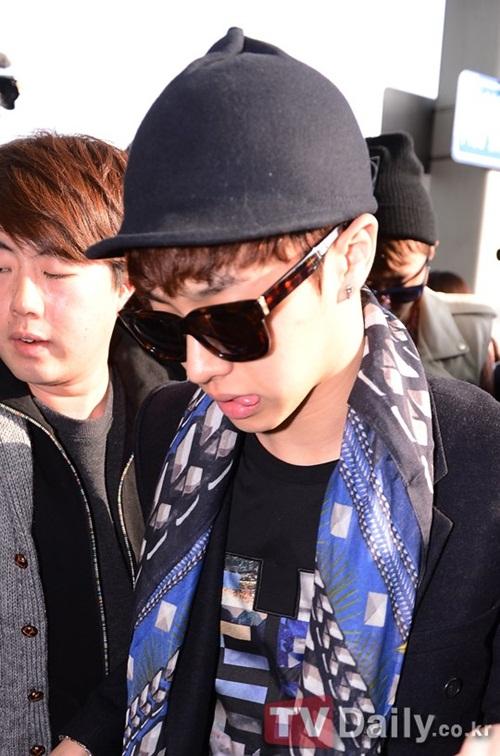 """Soi giá phụ kiện """"hot"""" của Idol Hàn 35"""