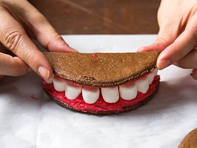 Ý tưởng bánh kẹp cực độc cho bữa tiệc Halloween nhắng nhít 5