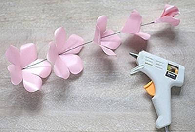 Ý tưởng làm tranh hoa hồng giấy đi tỏ tình lãng mạn 6
