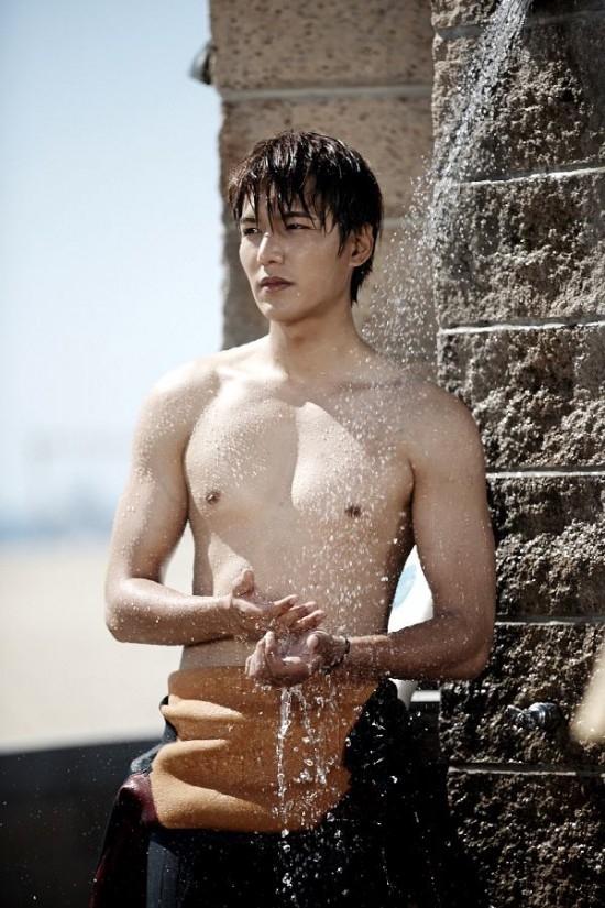 """Park Shin Hye cầm dĩa, định """"xử lý"""" Lee Min Ho 2"""