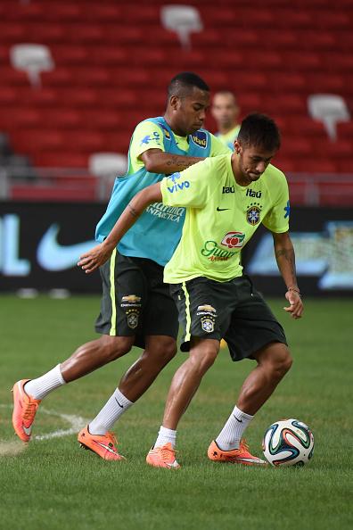Neymar khoe thân hình cuồn cuộn cơ bắp chỉ sau 1 năm ở trời Âu 2