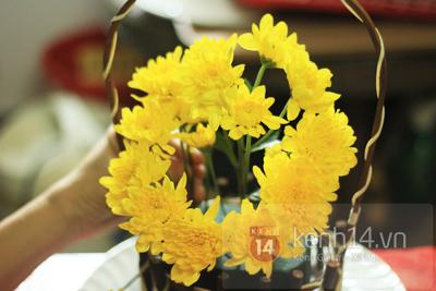 Xem nhanh cách cắm hoa cúc đơn giản 6