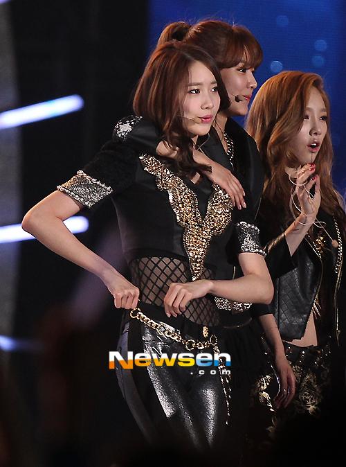 Trang phục trình diễn tại Dream Concert của SNSD bị chê bai vì quá xấu 7
