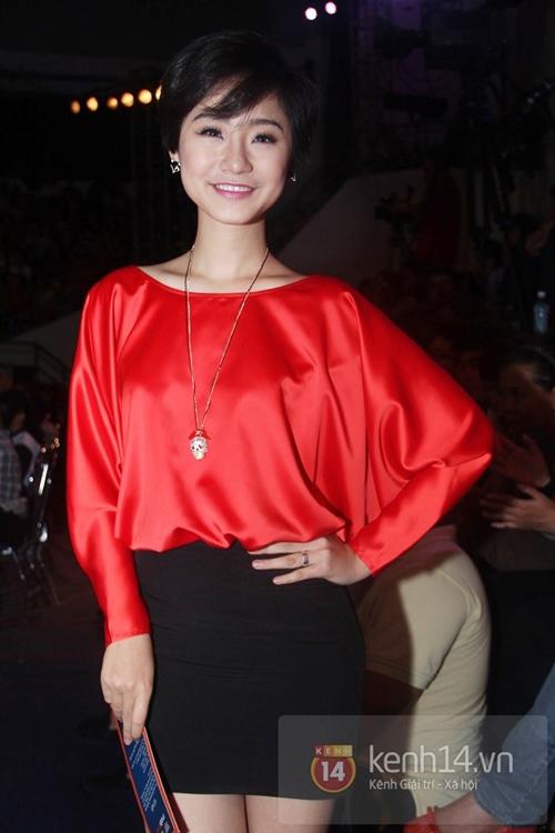 Muôn kiểu phong cách thời trang của sao Việt với tóc ngắn 23