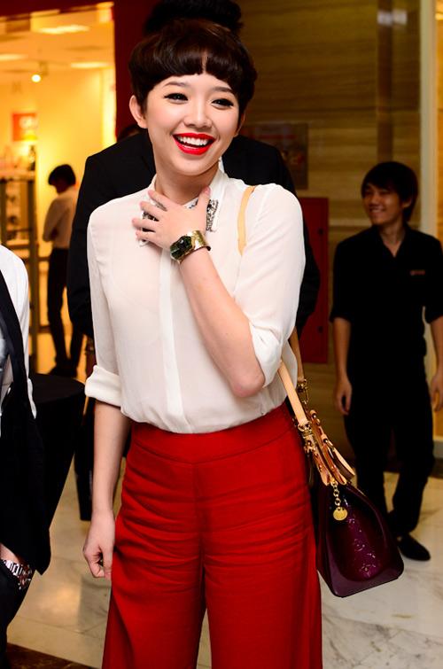 Muôn kiểu phong cách thời trang của sao Việt với tóc ngắn 13