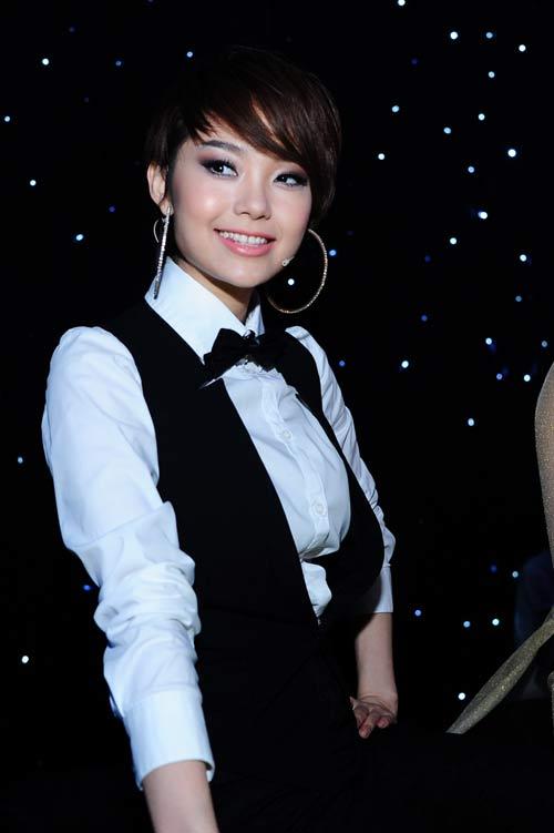 Muôn kiểu phong cách thời trang của sao Việt với tóc ngắn 2