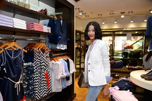 Muôn kiểu phong cách thời trang của sao Việt với tóc ngắn 7