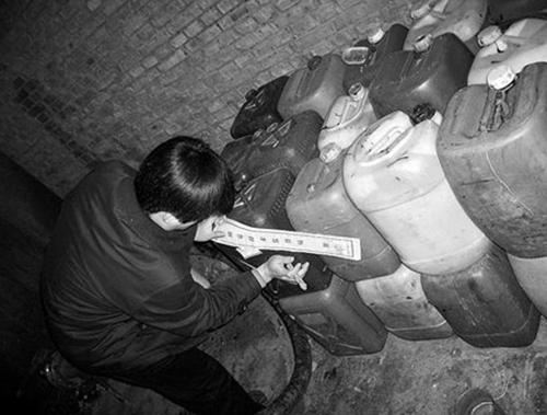 Choáng với xì dầu làm bằng tóc người tại Trung Quốc 3