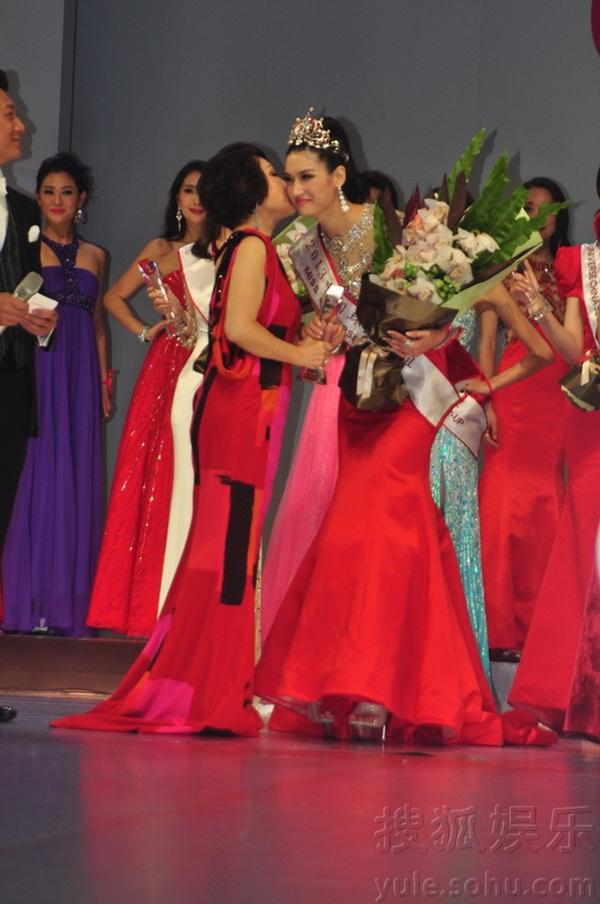 """Tân Hoa hậu Hoàn vũ Trung Quốc 2013 bị chê là """"thảm họa"""" 4"""