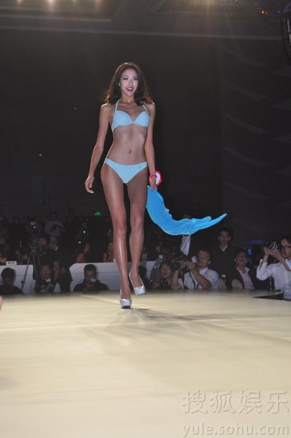 """Tân Hoa hậu Hoàn vũ Trung Quốc 2013 bị chê là """"thảm họa"""" 12"""
