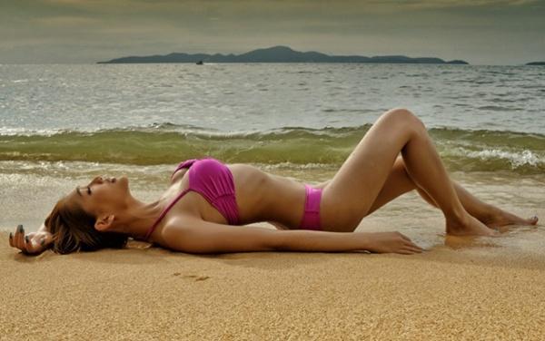 """Nữ diễn viên chuyển giới Thái Lan khoe dáng """"mượt"""" với bikini 3"""