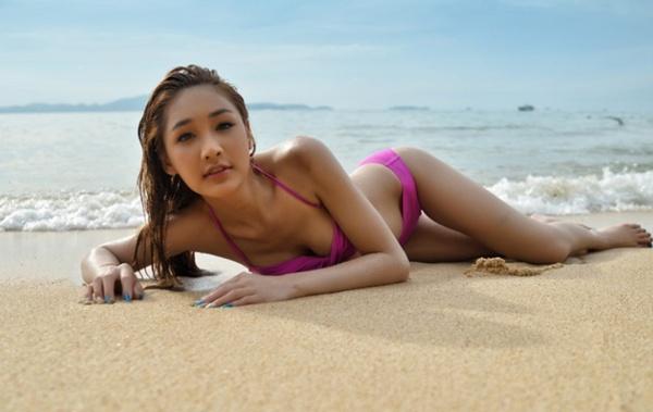 """Nữ diễn viên chuyển giới Thái Lan khoe dáng """"mượt"""" với bikini 4"""
