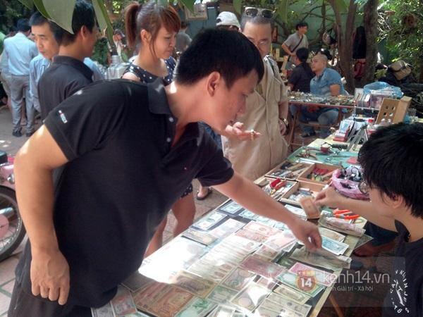 Săn hàng độc ở phiên chợ đồ cổ, đồ xưa đặc biệt giữa Hà Nội 24