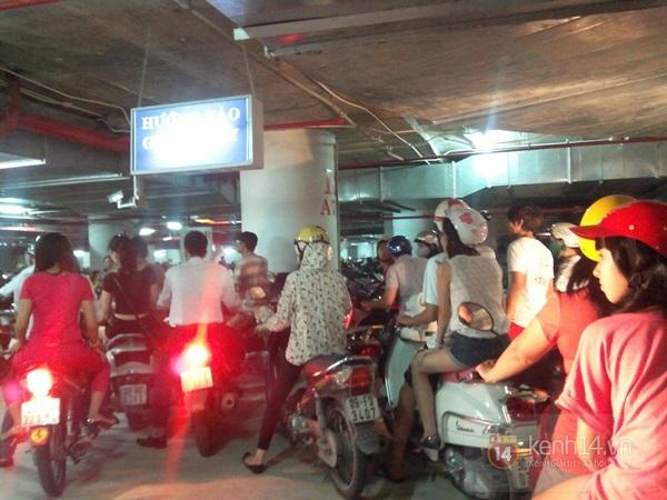 Người Hà Nội chen chân tại TT thương mại, vui chơi dưới lòng đất lớn nhất châu Á 4