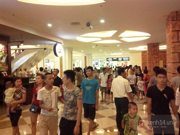 Người Hà Nội chen chân tại TT thương mại, vui chơi dưới lòng đất lớn nhất châu Á 7
