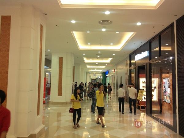 Người Hà Nội chen chân tại TT thương mại, vui chơi dưới lòng đất lớn nhất châu Á 10