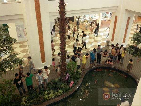 Người Hà Nội chen chân tại TT thương mại, vui chơi dưới lòng đất lớn nhất châu Á 12