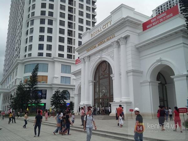 Người Hà Nội chen chân tại TT thương mại, vui chơi dưới lòng đất lớn nhất châu Á 1