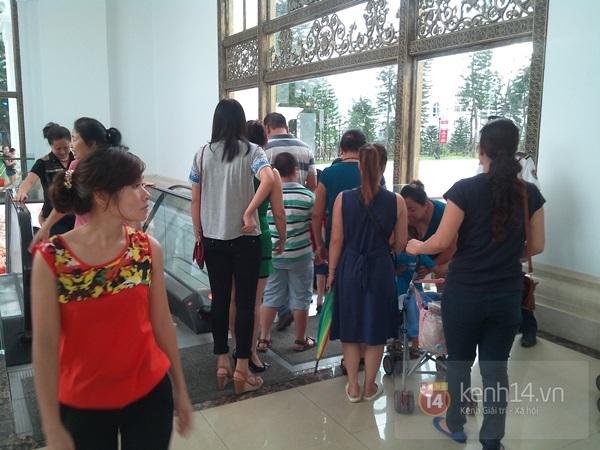 Người Hà Nội chen chân tại TT thương mại, vui chơi dưới lòng đất lớn nhất châu Á 3