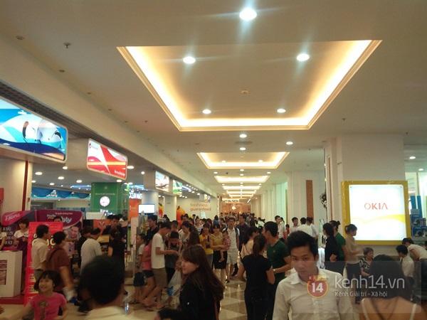 Người Hà Nội chen chân tại TT thương mại, vui chơi dưới lòng đất lớn nhất châu Á 2