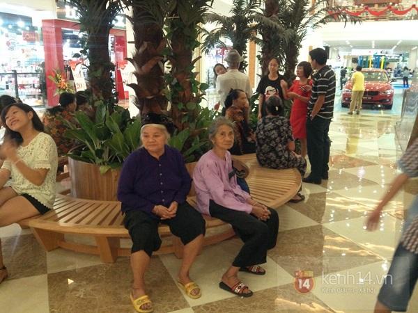Người Hà Nội chen chân tại TT thương mại, vui chơi dưới lòng đất lớn nhất châu Á 14