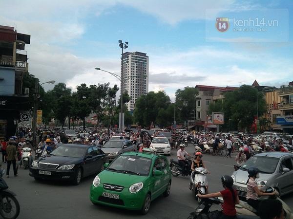 Người Hà Nội chen chân tại TT thương mại, vui chơi dưới lòng đất lớn nhất châu Á 18