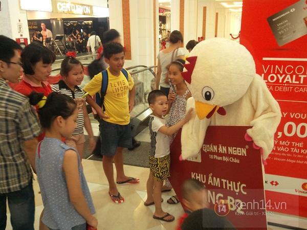 Người Hà Nội chen chân tại TT thương mại, vui chơi dưới lòng đất lớn nhất châu Á 11