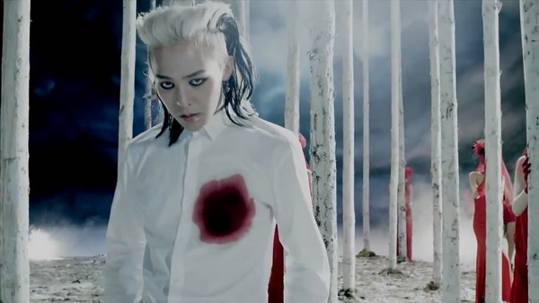 """G-Dragon """"đen thui"""" trong MV đánh dấu sự trở lại 4"""