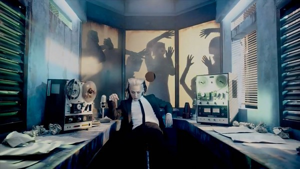 """G-Dragon """"đen thui"""" trong MV đánh dấu sự trở lại 6"""