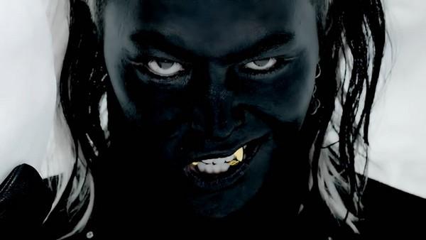 """G-Dragon """"đen thui"""" trong MV đánh dấu sự trở lại 11"""
