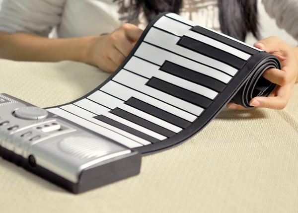 Đàn Piano điện tử có thể cuộn lại được như giấy 1