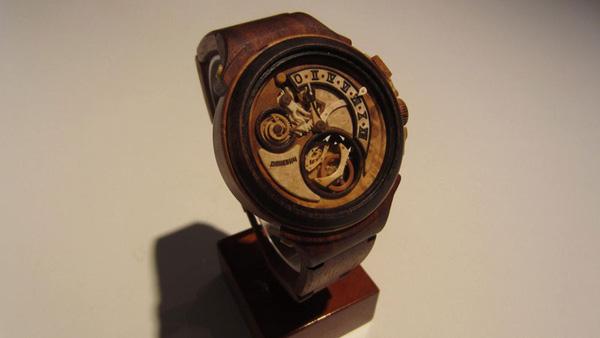 Đồng hồ chạy được chạm khắc hoàn toàn từ gỗ 1