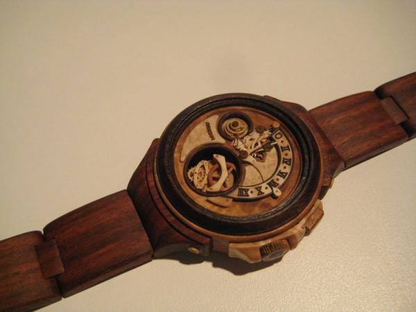 Đồng hồ chạy được chạm khắc hoàn toàn từ gỗ 2