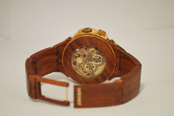 Đồng hồ chạy được chạm khắc hoàn toàn từ gỗ 4