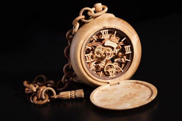 Đồng hồ chạy được chạm khắc hoàn toàn từ gỗ 6