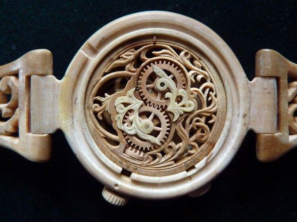 Đồng hồ chạy được chạm khắc hoàn toàn từ gỗ 8