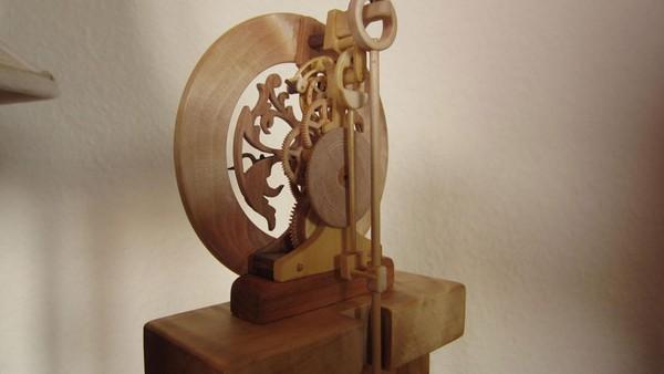 Đồng hồ chạy được chạm khắc hoàn toàn từ gỗ 13