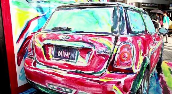 Nghệ sĩ biến ô tô và người thành tranh vẽ 1