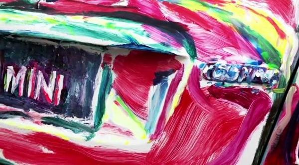 Nghệ sĩ biến ô tô và người thành tranh vẽ 6