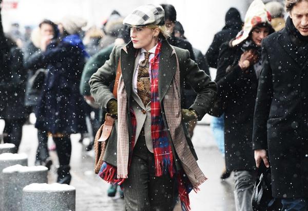 """9 cách mặc kẻ caro """"chuẩn"""" như fashionista 14"""